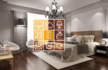 צילום של חדר מלון חכם